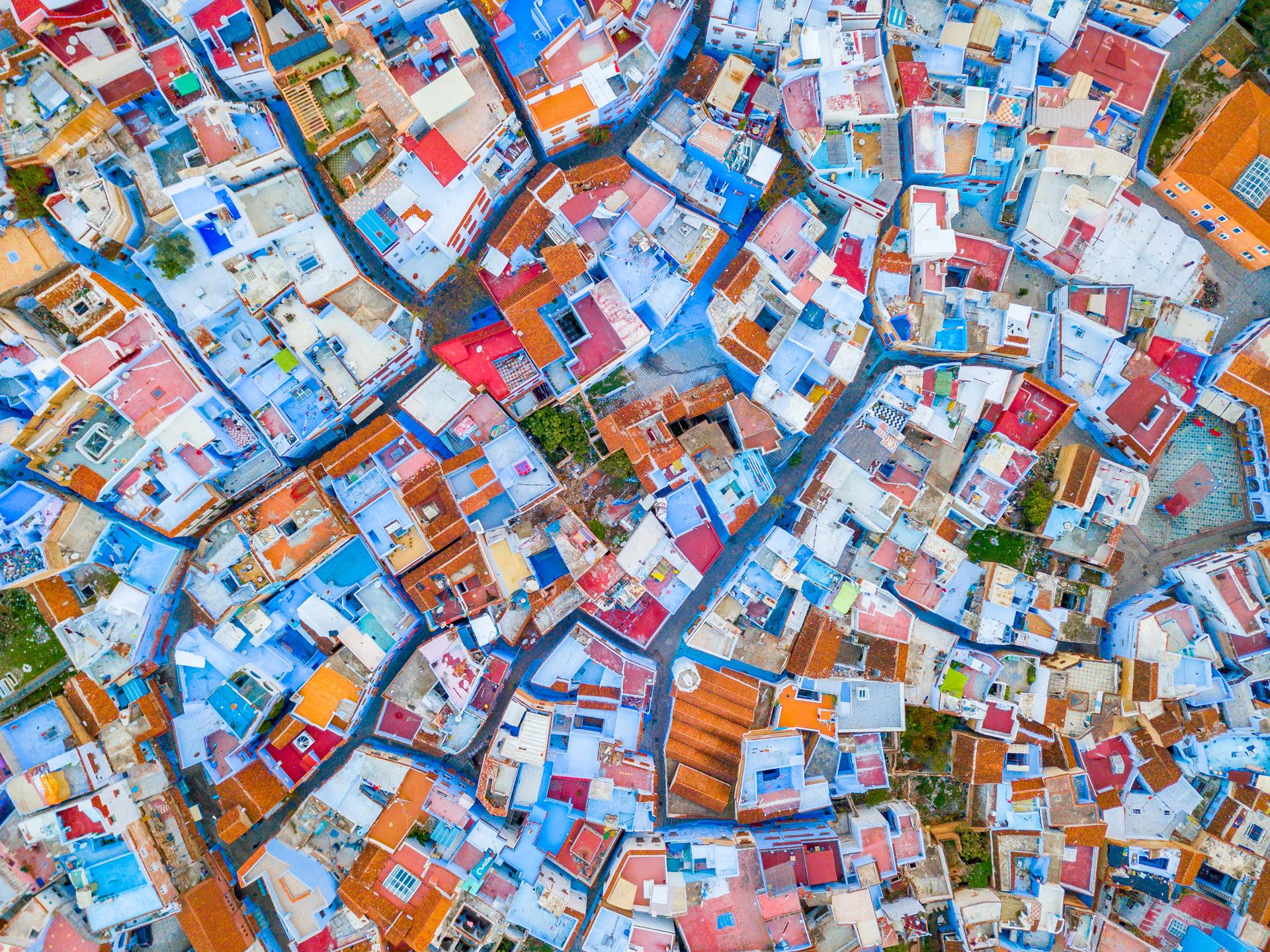 Luftbildaufnahme der Blauen Stadt Chefchaouen, Marokko