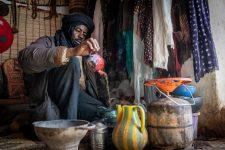 Mauretanische-Teezeremonie-Teezubereitung-Chinguetti