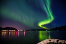 Nordlichter über der nordnorwegischen Stadt Tromsö