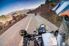 Onboard Aufnahme am Fusse des Tizin Tichka Passes im Hohen Atlas in Marokko