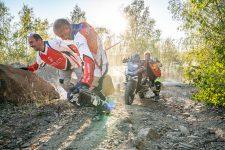 Trainingseinheit Motorrad bergan ziehen beim Enduro Action Team in Meltewitz